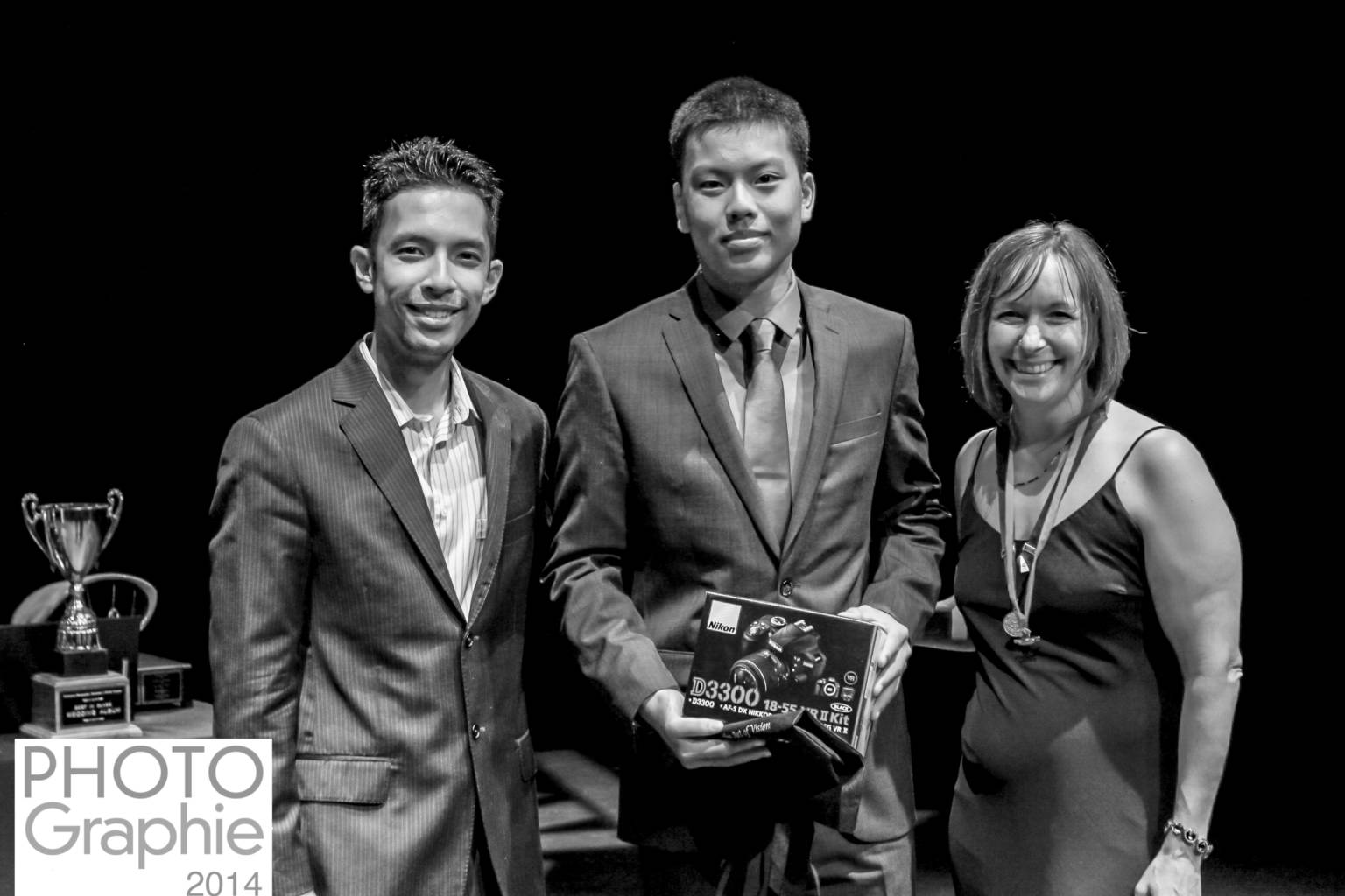 Liu Receives His Youth Contest 2014 Prize